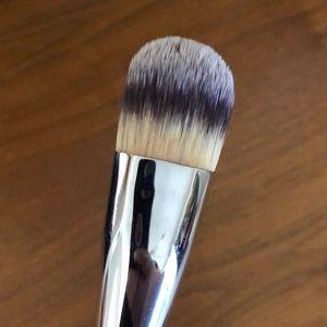 IT Cosmetics foundation brush